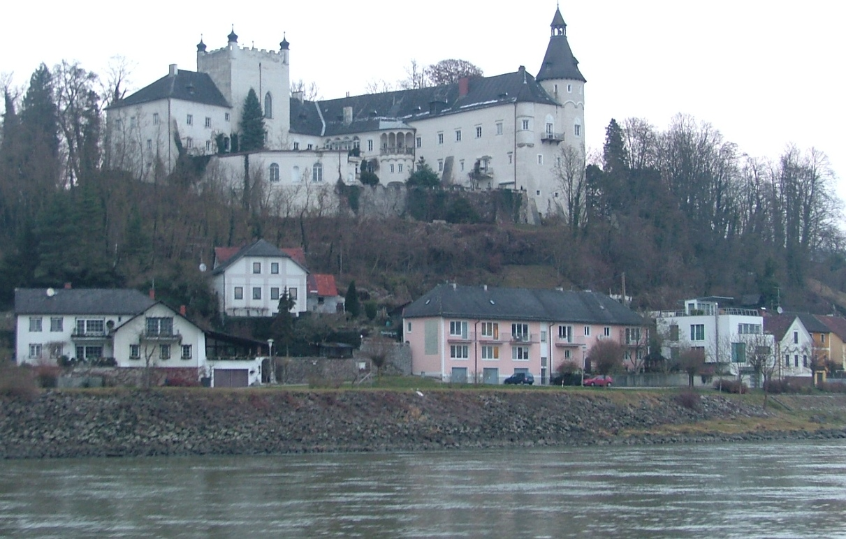 castle-on-river-cruise.jpg