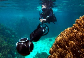 Diver-and-camera_catlin-seaview-survey_blogsize