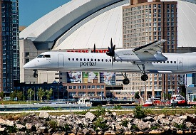 Porter Airlines flight flying in to Billy Bishop Toronto City Airport