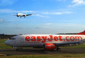 easyjet airport plane