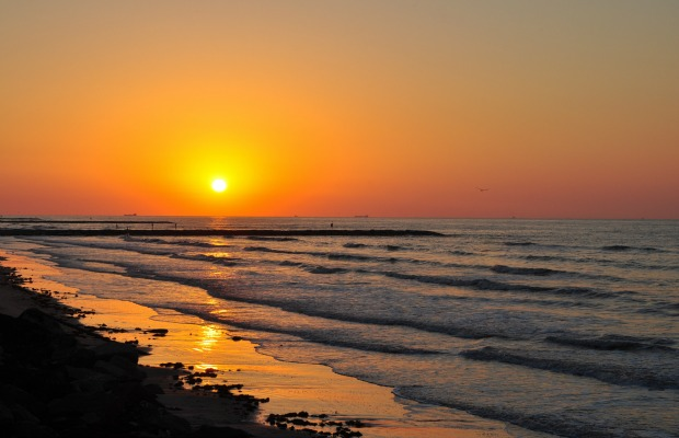 Texas-galveston-beach-sunrise-620x400
