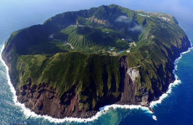 Aogashima-volcano