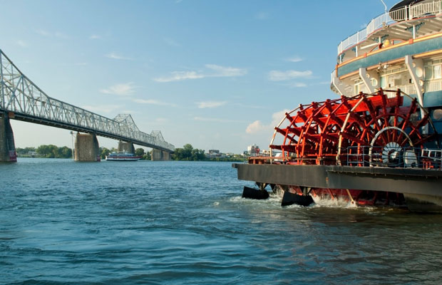 River-cruise-boat-on-mississippi-istock