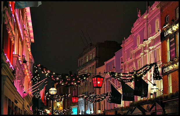 Dublin-grafton-street-christmas-lights-at-night-620x400-flickr-abmiller99