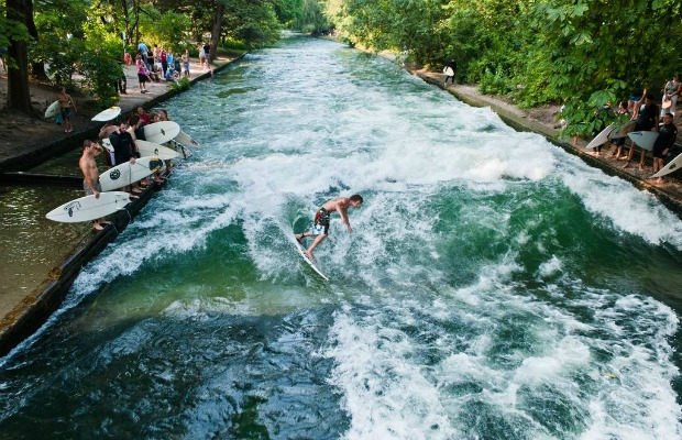 Eisbach, surfing, Munich, Germany