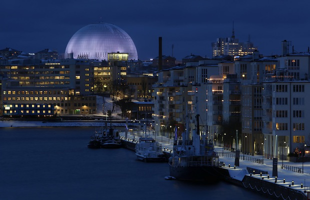 The-globe_at_night_photo_soren-andersson_low-res