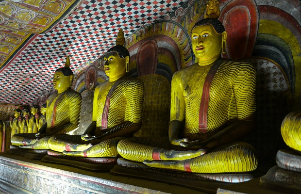 620x400_flickrronald-tagra_srilankatemple