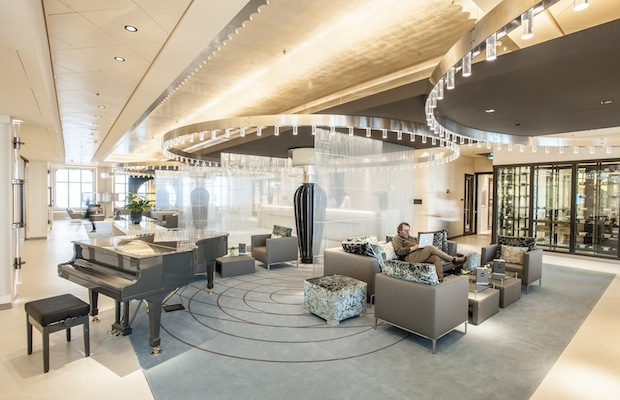 MS Europa 2: Atrium, Reception.