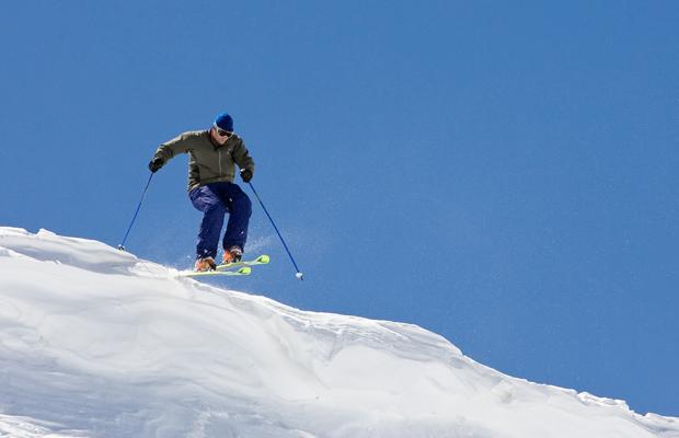 Aspen_SkierCornice