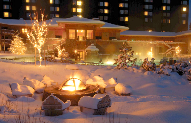 Backyard_firepit_in_snow_hyatt-regency-lake-tahoe