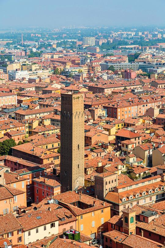 Torre Prendiparte medieval tower - Bologna, Italy - staying at the top of the world