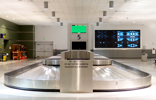 Oakland airport baggage carousel