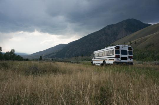 "Road Trip Warriors: ""We Live in a Renovated School Bus to Travel All the Time"""