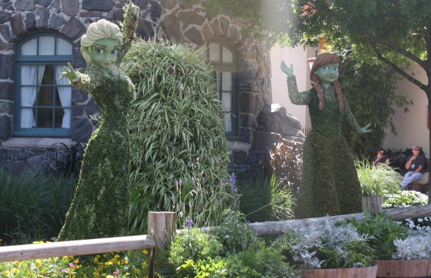 Anna and Elsa topiaries at Epcot