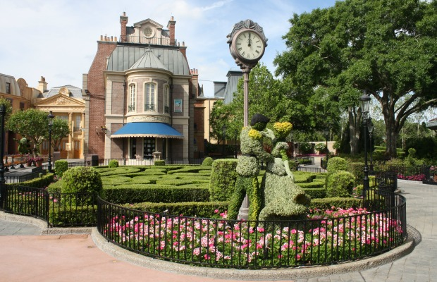 Cinderella and Prince Charming topiaries at Epcot