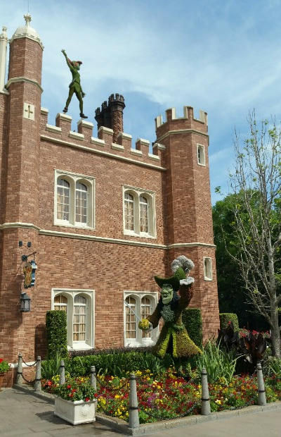 Peter Pan and Captain Hook topiaries at Epcot
