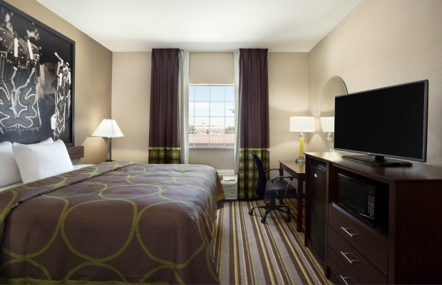 King-room-in-owasso-ok-super-8