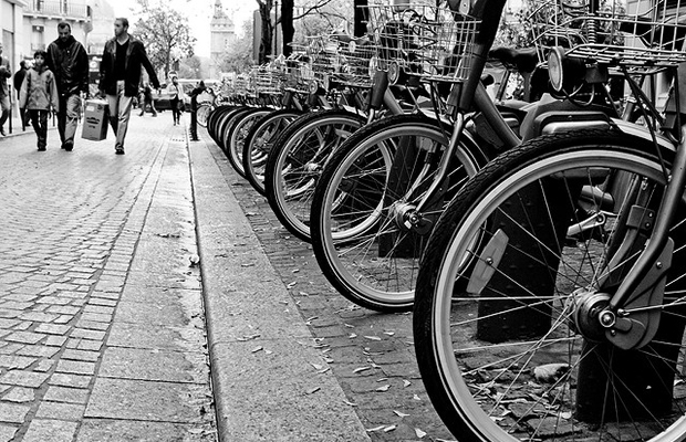 Paris Bikes/flickr/SnippyHolloW