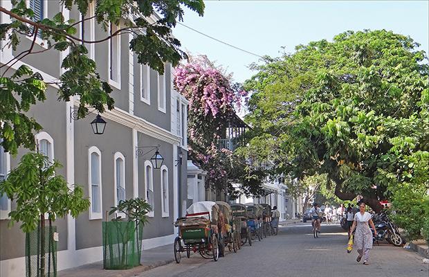 La rue François Martin Pondicherry/flickr/Jean-Pierre Dalbera