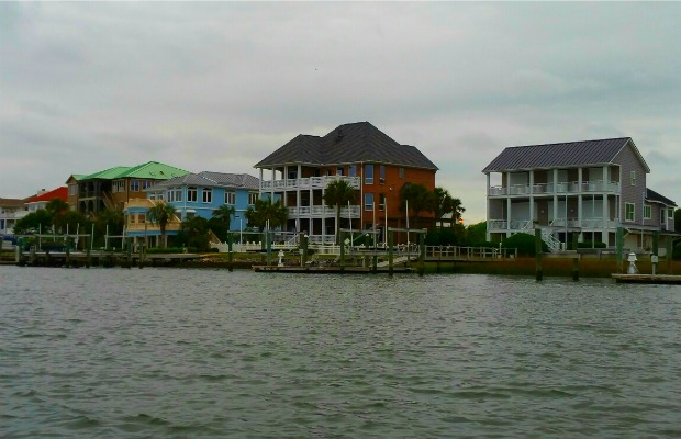 Homes along Taylor's Creek in Beaufort, North Carolina